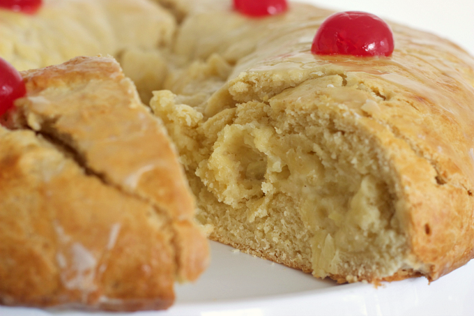 three-kings-bread-with-pineapple-ring