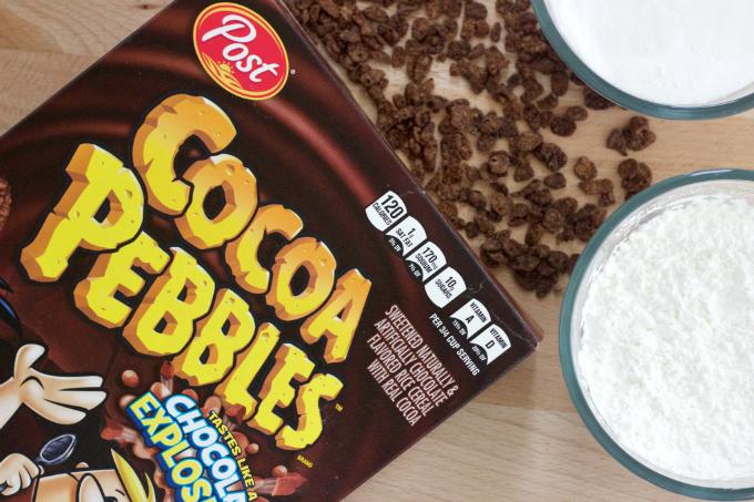 garden-sensory-bin-cocoa-pebbles