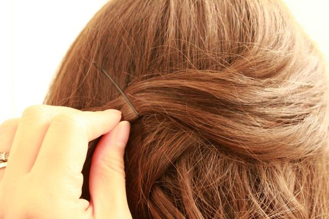 Curly-Hair-Pinned
