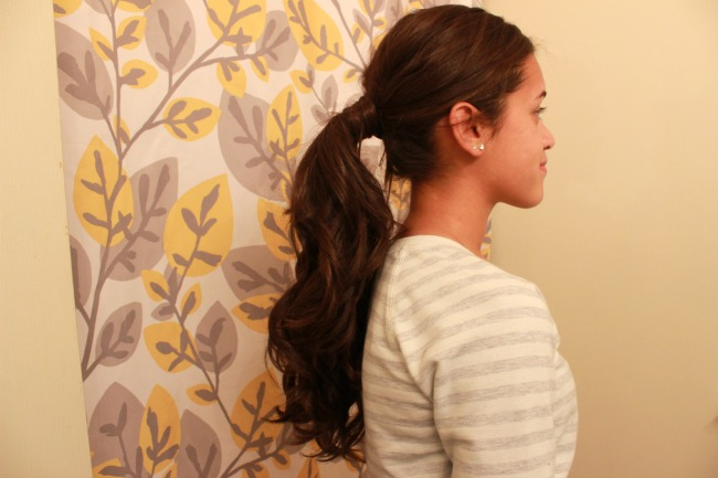 Curly-Hair-Ponytail