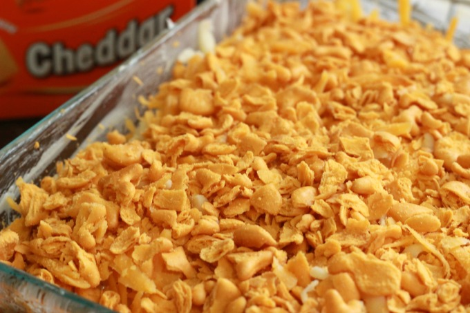 Goldfish-Crackers-Baked-Mac-N-Cheese