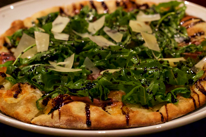 proscioutto-arugula-pizza