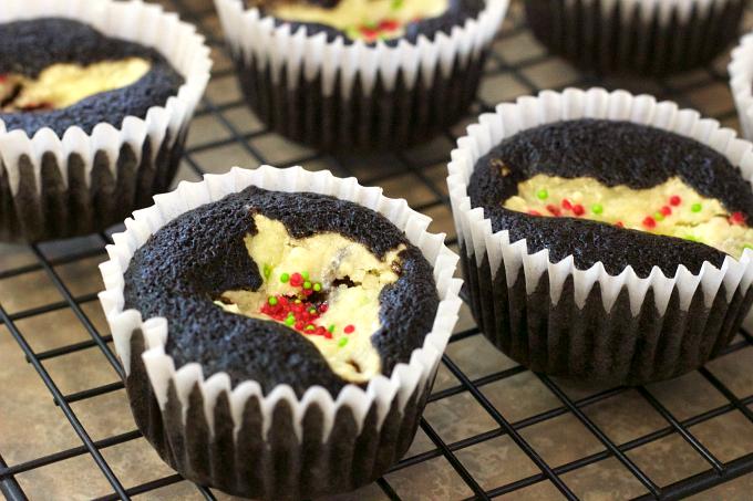 dark-chocolate-cream-cheese-cupcakes-step-2
