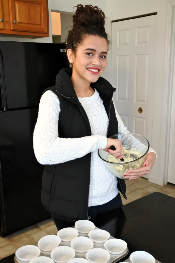 mother-daughter-baking