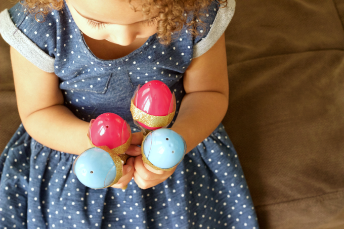 A fun tutorial for Cinco de Mayo Maracas that not only make noise, but also smell amazing!